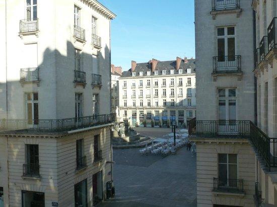 Ibis Styles Nantes Centre Place Royale: Vue de la chambre sur la Place royale