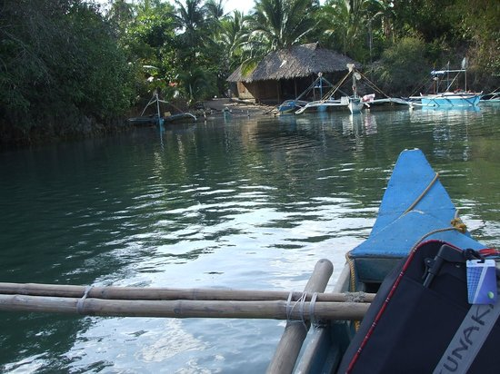 Takatuka Beach and Dive Resort: you must get on this small boat