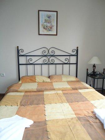 Uslan Hotel: Bed