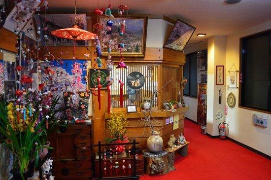 Takematu Ryokan : 竹松旅館入口から帳場をみたところ