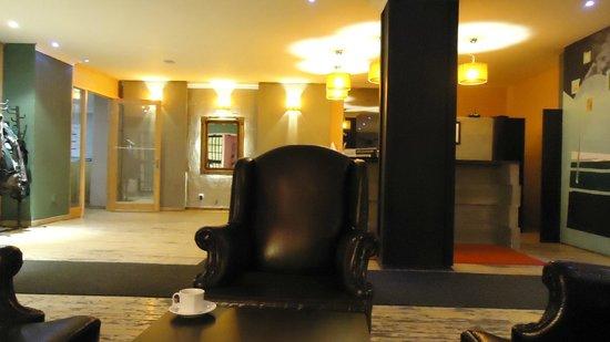 Uslan Hotel: Reception