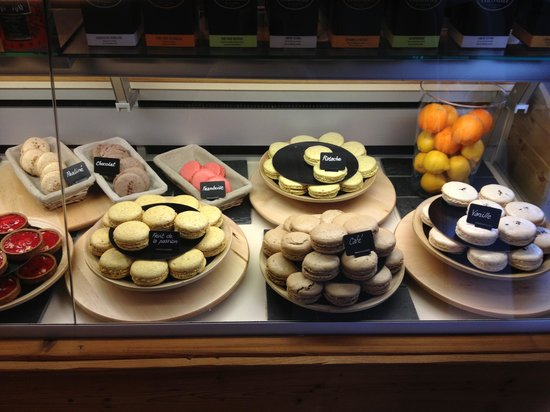 Pie : Tasty macaroons and cakes