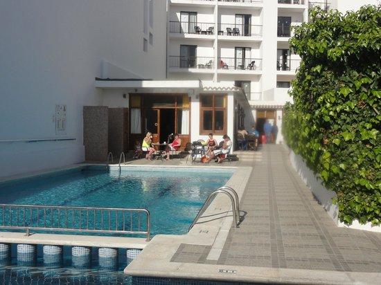 Hostal Tarba : piscina esterna