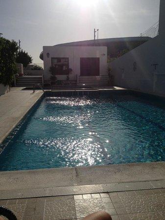 Hostal Tarba: piscina hotel