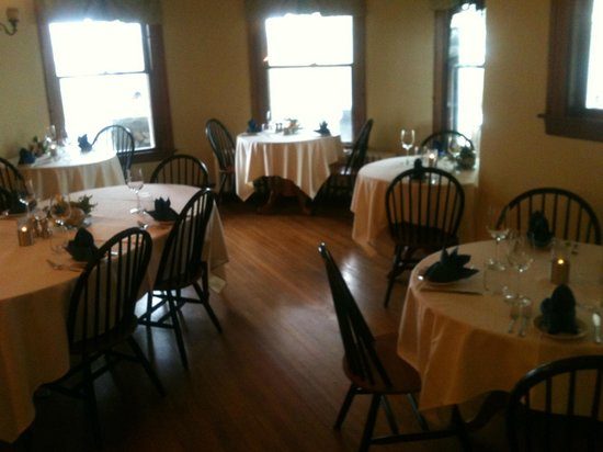 Sea Glass Restaurant At The Castle: Classic and Elegant Dinning Room! Everything looked beautiful!