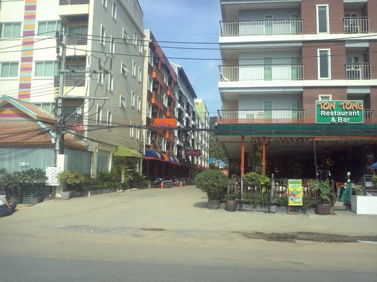 Athome Hotel @Nanai 8 & Thai Kitchen: View from Pangmuang Soi Kor Road