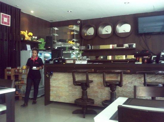 Athome Hotel @Nanai 8 & Thai Kitchen: Bar area