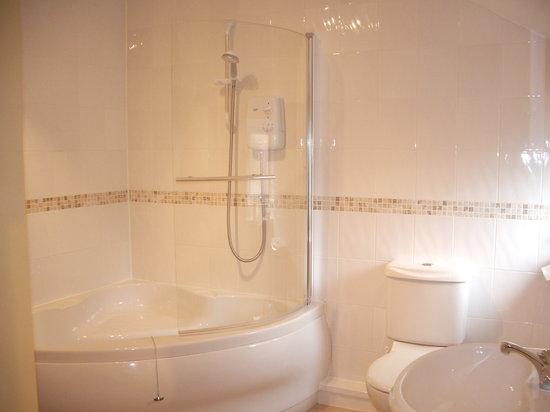Compton House: Room 5 bathroom