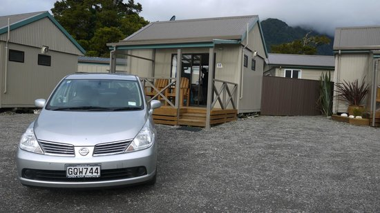 Fox Glacier TOP 10 Holiday Park: Our car and our cabin