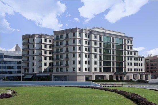 Al Waleed Palace Hotel Apartments Oud Metha: Hotel Building