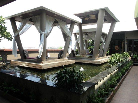 نوفو سيتي هوتل: L'espace détente sur le toit