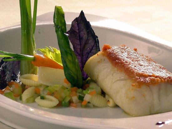 Jour de Pêche  : Cabillaud poêlé en croûte de chorizo, minestrone de légumes au basilic