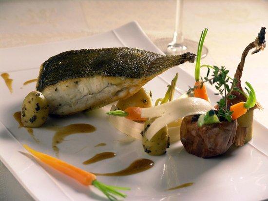 Jour de Pêche  : Darne de Turbot sauvage, oignons cuits au four, charlotte au beurre de truffe