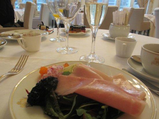 Hotel Maria Cristina, a Luxury Collection Hotel, San Sebastian : 朝食はキャビアにカヴァ