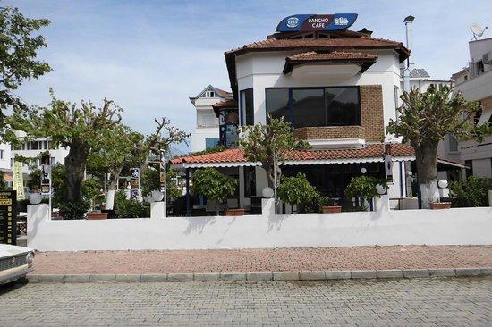Dinara Hotel: Gegenüberliegendes, empfehlenswertes Pancho villa