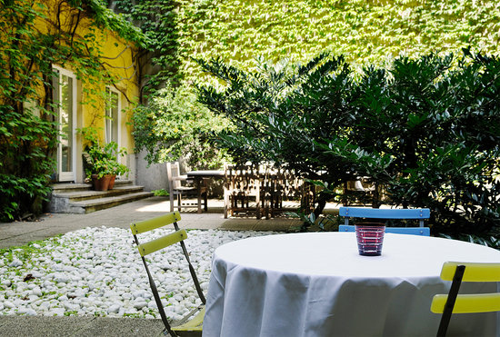 Hotel KUNSThof: Enjoy our courtyard with us