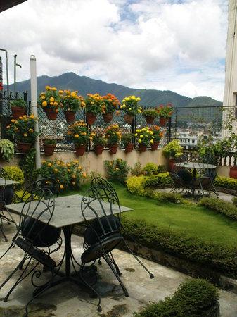 Kathmandu Peace Guest House: Roof Top Garden