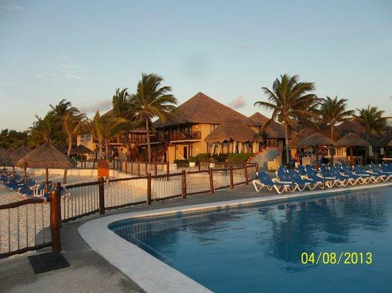 Allegro Playacar : Pileta y playa