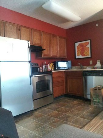Residence Inn Raleigh Cary: Full Kitchen