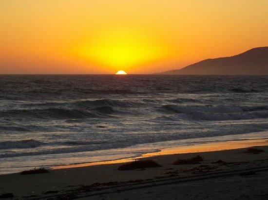 Nicholas Canyon Beach: Peak sunset