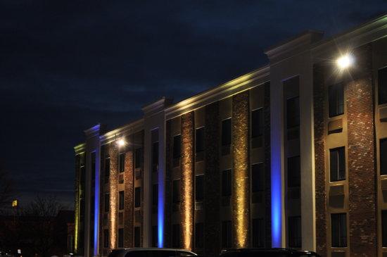 Days Inn & Suites Plattsburgh : Blue Lights