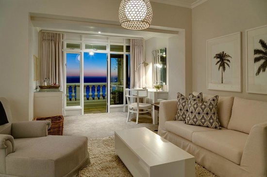 Cape View Clifton: Deluxe Suite lounge/living area