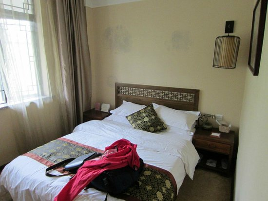 Yangguang Yizhan Hotel: My room had twin beds