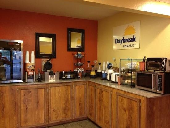 Days Inn Natchitoches: breakfast