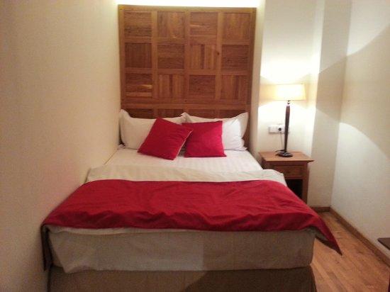 Rembrandt Hotel: cozy bed