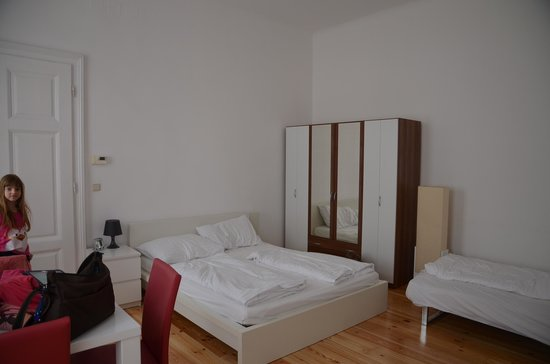 GAL Apartments Vienna: main living area, beds
