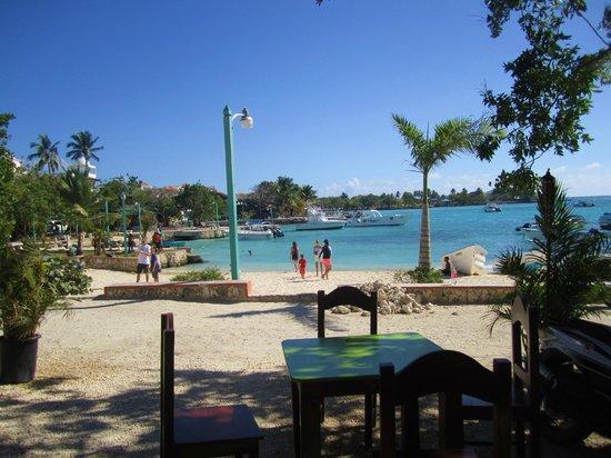 Villa Baya Aparta-Hotel: Marina from the Saona Cafe--very good fish burgers there