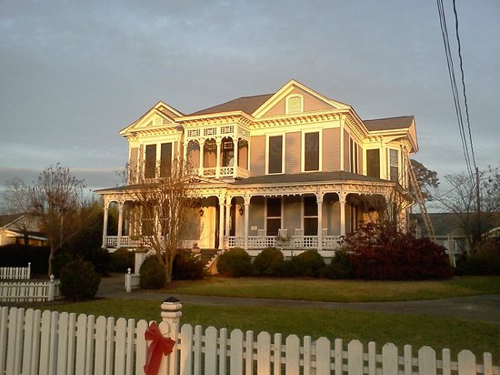 Americus Garden Inn Bed & Breakfast : Snapped this in the late day sun.