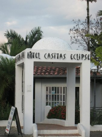 Hotel Casitas Eclipse: Entrance to the hotel