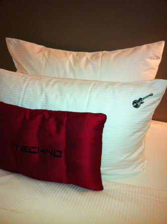 Hard Rock Hotel Pattaya: the nice pillows