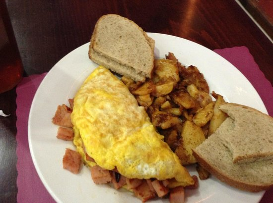 Bear Appetit Cafe: Capicola Omlette, Hashbrowns, & Rye Toast