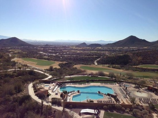 JW Marriott Tucson Starr Pass Resort & Spa: Pool and Golf Course
