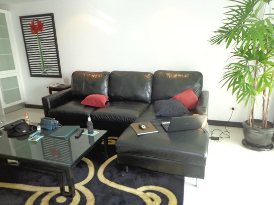 Amari Nova Suites Pattaya: The lounge area of our suite