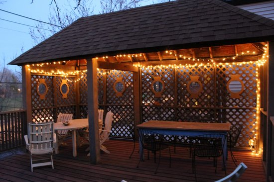 Brewers House Bed and Breakfast: Lovely deck overlooking the city