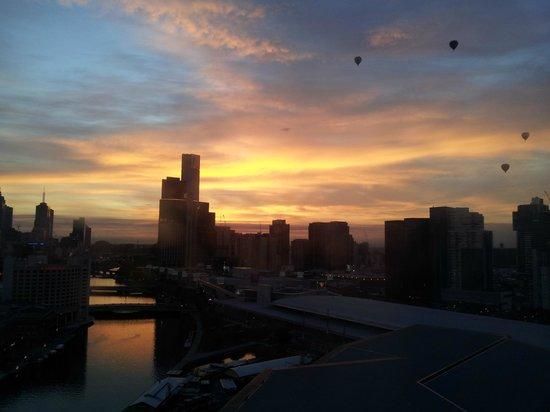 Hilton Melbourne South Wharf: Morgendämmerung, Blick in Richtung City 14th Floor