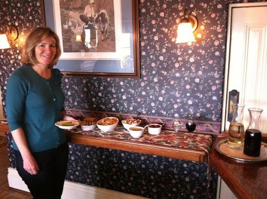 Green Gables Inn, A Four Sisters Inn: afternoon wine and snacks