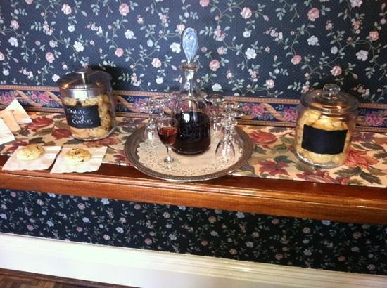 Green Gables Inn, A Four Sisters Inn: evening sherry with homemade chocolate chop cookies