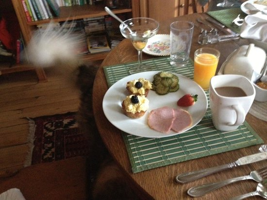 Mettawas-End Bed and Breakfast: Breakfast at Mettawa's!