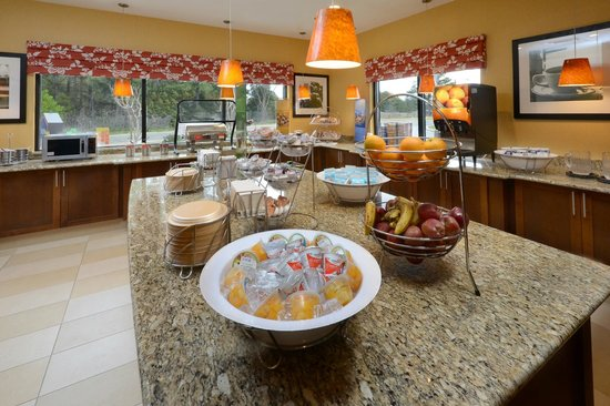 Hampton Inn Fayetteville Fort Bragg : Breakfast Area