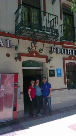 Hostal Florida: infront the hostal entrance
