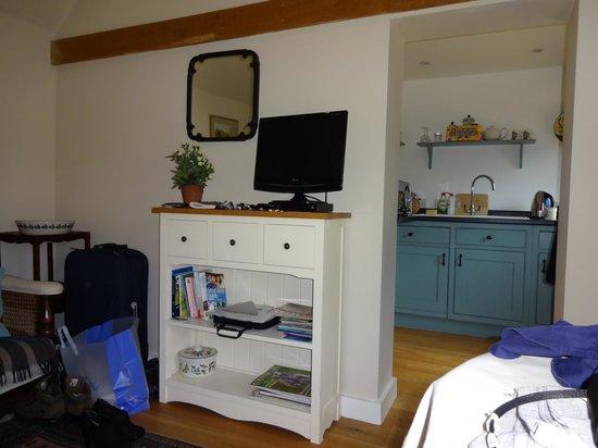 Burghurst Lodge: bedroom/kitchen area