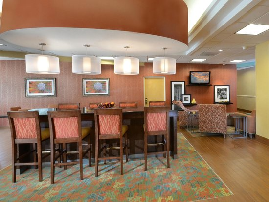 Hampton Inn Martinsville: Breakfast Area