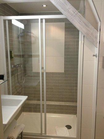 Hotel Villa d'Est: salle de bain