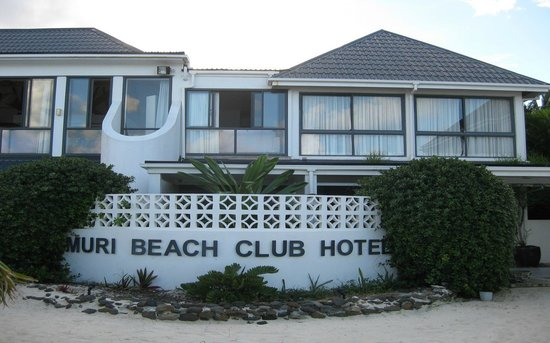 Muri Beach Club Hotel: Looking at the Muri from the beach