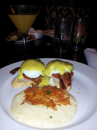 Toast: Eggs Benedict with Hollandaise