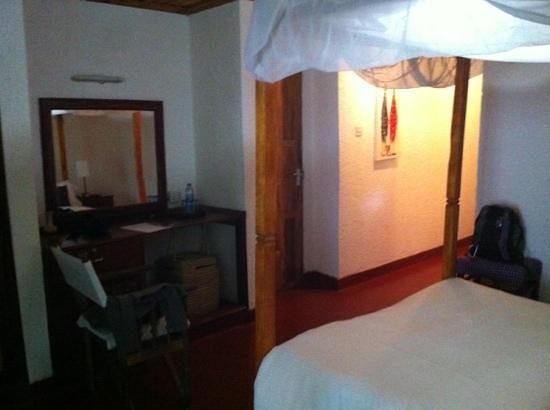 Ilboru Safari Lodge: bedrooms - windows do not seal too well so prepare to kill Mosquitos